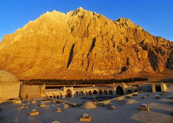کوه باستانی بیستون را بیشتر بشناسیم