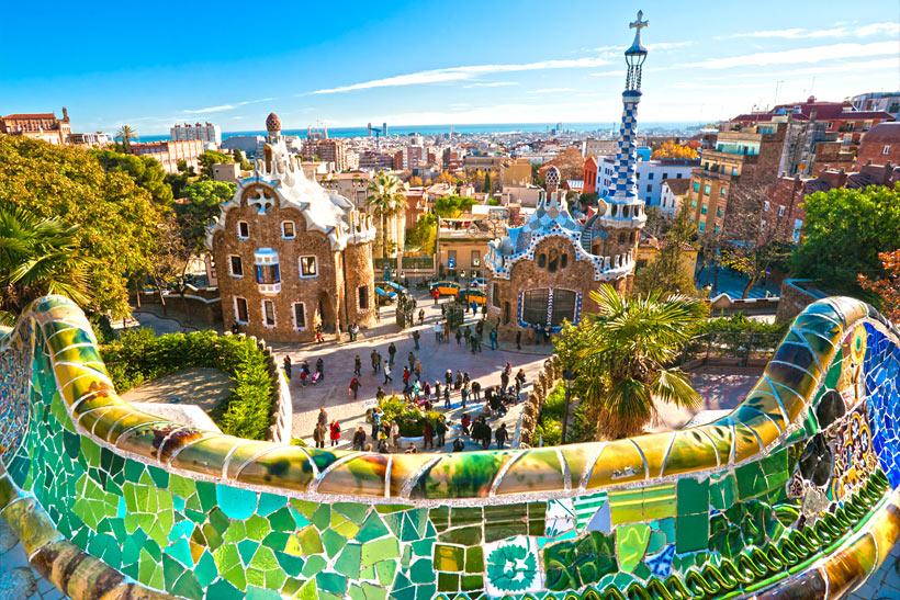 پارک گوئل اسپانیا بوستانی با عناصر معماری