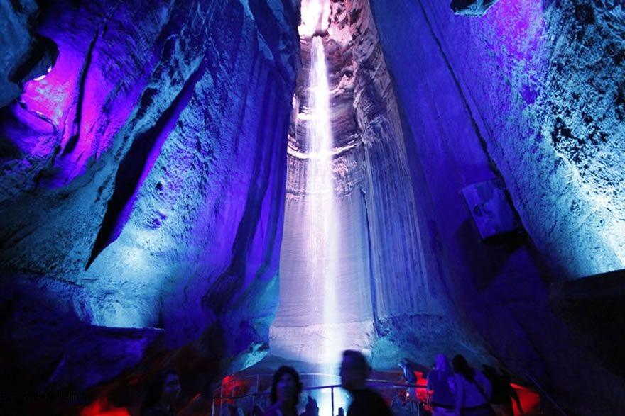 آبشار دیدنی و زیر زمینی رابی